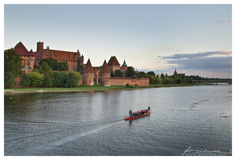 Malbork. Zamek o zachodzie słońca... czyli historia pewnego kalendarza.
